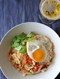 インドネシアのジョグジャカルタ出身の日本在住外国人が教えてくれた、ご当地アイデアそうめん。野菜もたっぷり食べれてうれしい。>「外国人に聞きました! そうめんのアレンジ・レシピを教えて!」特集TOPに戻る 『ELLE gourmet(エル・グルメ)』はおしゃれで簡単なレシピが満載!
