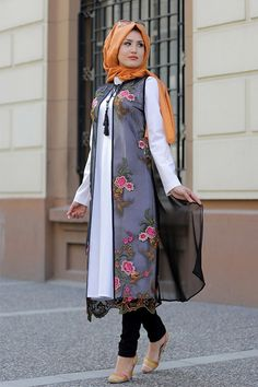 Selma Sarı Design's Tunic, Dress, Muslim Evening Dress modest fashion models are at Modanisa with affordable prices and return guarantee! Modest Fashion Hijab, Casual Hijab Outfit, Abaya Fashion, Fashion Outfits, Islamic Fashion, Muslim Fashion, Lengha Blouse Designs, Sari Design, Pakistani Dress Design