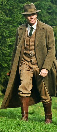 "Iain Glen in ""Downton Abbey"" Country Attire, Country Outfits, Tweed Outfit, Tweed Run, Mens Fur, Preppy Style, My Style, Tweed Suits, English Style"