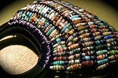 Paper bead jewelry is quite popular these days. But have you ever though of having a purse made of paper beads. Today's featured artist is Vicki Dehne Make Paper Beads, Paper Bead Jewelry, How To Make Beads, Beaded Jewelry, Paper Earrings, Jewellery, Recycled Paper Crafts, Recycled Magazines, Beaded Purses