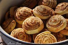 """Aceasta reteta de cuib de viespi este una absolut delicioasa si face parte din categoria Retetele bunicii, si ale mamei mai nou :P, cele care ne-au indulcit copilaria, alaturi de """"saviecute"""" si Greta Garbo, asa ca va invit cu mare drag sa le incercati (e incredibil dar adevarat: la baza tuturor sta acelasi banal aluat … Avocado, Muffin, Cookies, Mai, Breakfast, Desserts, Food, Recipes, Deserts"""
