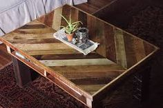 PIN IT: Wood Pallet Coffee Table. Here's how to upcycle wood pallets to make a coffee table. See more wood pallet projects here. Wooden Pallet Projects, Wooden Pallet Furniture, Woodworking Projects Diy, Wooden Pallets, Wooden Diy, Pallet Wood, Kids Woodworking, Wooden Signs, Diy Projects
