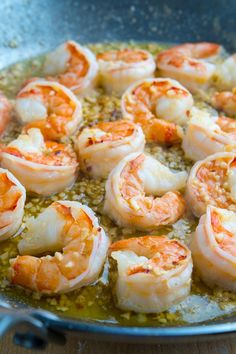 Shrimp Scampi Pizza Recipe : A quick, easy and divinely tasty shrimp pizza in a garlic butter sauce! Shrimp Scampi Pizza Recipe, Shrimp Pizza, Grilled Shrimp Recipes, Seafood Recipes, Seafood Pizza, Prawn Recipes, Pizza Pizza, Grilled Meat, Salmon Recipes