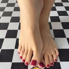 Cute Toe Nails, Cute Toes, Pretty Hands, Pretty Toes, Pies Sexy, Red Toenails, Painted Toes, Soft Feet, Beautiful Toes