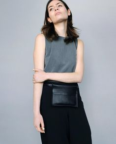 Go hands free and wear our Alfie One Swivel Pouch as a belt bag for minimalistic look.