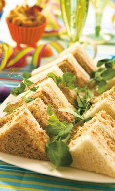 Pienet lohikolmioleivät | Maku Quiche, Cocktail Party Food, Food Porn, Sandwich Cake, Sweet Potato Recipes, No Bake Treats, Sweet And Salty, Food Inspiration, Tapas