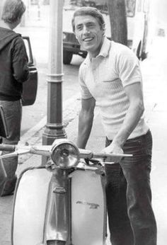 Roger Daltrey and Scooter Mod Scooter, Lambretta Scooter, Scooter Girl, Vespa Scooters, Mod Music, Tailor Made Suits, Roger Daltrey, Mod Girl, Motor Scooters