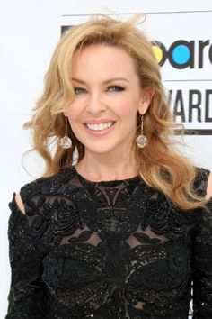 Image of billboard - 24305548 Kyle Minogue, Kylie Minogue Hair, Pop Singers, Female Singers, Lovely Dresses, Beautiful Outfits, Famous Musicals, Prince Royce, Billboard Music Awards