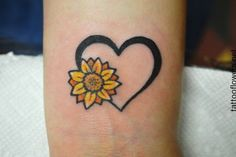 Here you can see a heart and sunflower tattoo designs with exquisite modifications. you can be more creative by combining different forms of objects and Sunflower Hearts, Sunflower Tattoo Small, Sunflower Tattoos, Sunflower Tattoo Design, Small Daisy Tattoo, Daisy Tattoo Designs, Finger Tattoos, Wolf Tattoos, Body Art Tattoos