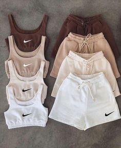 Cute Comfy Outfits, Sporty Outfits, Teen Fashion Outfits, Mode Outfits, Retro Outfits, Look Fashion, Stylish Outfits, Girl Outfits, Trendy Summer Outfits
