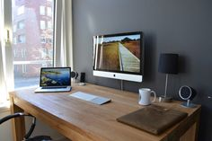 Looking for cool Home Office designs for for your room? Then check out these stunning 15 Home Office designs for your inspiration. Office Setup, Desk Setup, Office Workspace, Imac Setup, Bureau Simple, Simple Desk, Home Office Space, Home Office Design, House Design