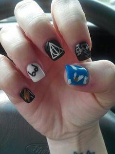 Harry potter nails Pretty Nail Designs, Pretty Nail Art, Cool Nail Art, Nail Art Designs, Hard Nails, Fun Nails, Nice Nails, Harry Potter Nails, Super Cute Nails