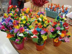 It is Art Day!: Mother's Day flower sculpture time again. Mothers Day Crafts For Kids, Holiday Crafts For Kids, Fathers Day Crafts, Kid Crafts, Flower Crafts, Flower Art, Father's Day Activities, Mother's Day Bouquet, Mother's Day Projects