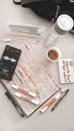 School Organization Notes, Study Organization, School Notes, College Notes, Med School, College Life, School Bags, Study Room Decor, Study Space