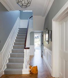 Awesome 46 Vintage Entrance Home Decor Ideas To Copy Today. # ideas 46 Vintage Entrance Home Decor Ideas To Copy Today Tiled Hallway, Hallway Flooring, Modern Hallway, Victorian House Interiors, Victorian Homes, Victorian Terrace Interior, Style At Home, Edwardian Haus, Stair Paneling
