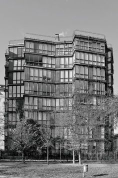 Residential building, Milan, Italy Mangiarotti e Morassutti, 1960 Classic Architecture, Facade Architecture, Beautiful Architecture, Beautiful Buildings, Residential Architecture, Contemporary Architecture, Art Deco, Brutalist, Places To Visit