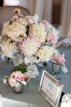 I am in awe of this centerpiece by Sayles Livingston Flowers.