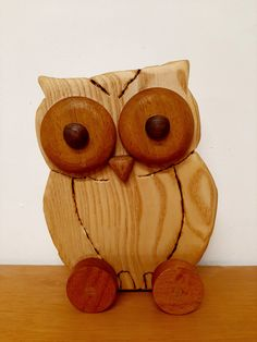 Buho de fresno, ojos Iroko, pupilas nogal, nariz roble, ruedas cedro. Cedar Trees, Eyes, Oak Tree, Wheels