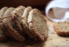 Fette biscottate di grano saraceno croccanti e fragranti, perfette da gustare a colazione. Sono senza glutine e non necessitano di una lunga lievitazione.