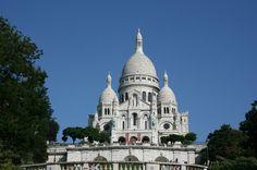 Das traditionelle Weinfest in Montmartre findet rund um die Basilika Sacré-Coeur statt. Entdecken Sie die Spezialitäten aus unterschiedlichen französischen Regionen und genießen Sie das besondere Flair des Künstlerviertels von Paris in Frankreich.