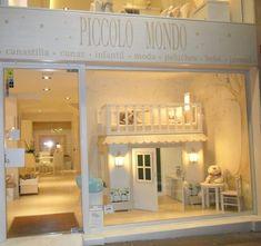 piccolo mondo 1 Shopping at street ...  Piccolo Mondo Amalia; Es una fachada de una tienda especializada en niños