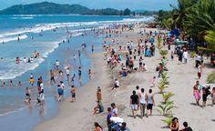 Honduras: Feriado de octubre generará miles de empleos Calculan que se generan unos 6,500 empleos. Un estimado de 1.2 millones de personas se movilizarán por el territorio nacional para hacer turismo interno. Este año las escuelas bilingües incluyeron la fecha como parte de sus días festivos. Eso ayudará a incrementar el flujo de visitantes que se moverá en el país