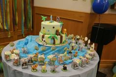 Animal cake table with souvenirs