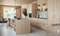 Ljuvligt designkök i ek - Wood Family Kitchen, New Kitchen, Kitchen Dining, Kitchen Decor, Kitchen Interior, Home Interior Design, Interior Architecture, Cozy Living Rooms, Home Living Room