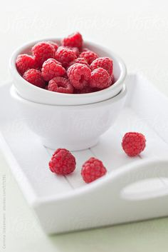 Fresh raspberries by Corinna Gissemann - Stocksy United Fruit Shoot, Baked Oats, Chocolate Glaze, Food Photography Styling, Delicious Fruit, Food Illustrations, Fruits And Vegetables, Fresh Fruit, Raspberry