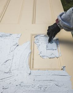 House of Brinson / How to Strip Paint from Doors - DIY Old Wood Doors, Wood Garage Doors, Wood Front Doors, Wooden Doors, Stripping Paint From Wood, Door Stripping, Stripping Furniture, Best Paint Stripper, Recycled Door