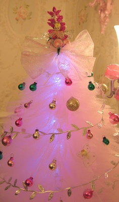 Giant piece of TULE ??? ahhh, pink Christmas!