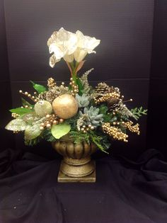 2013 small Christmas urn design by Andi (9989)