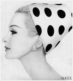 Hats // Amazing vintage black and white polka-dot hat, Sara Thom, Vogue 1959 Vintage Vogue, Retro Vintage, Vintage Style, Idda Van Munster, Vintage Fashion Photography, Love Hat, Turbans, Fashion History, Retro Fashion