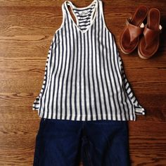 Madewell XS Racerback Tank Excellent Used Condition Madewell Tank in cotton and linen blend. Beautiful cream and dusty navy blue tripe. Notice the front stripes are vertical while the back are horizontal. Make an offer! Madewell Tops Tank Tops