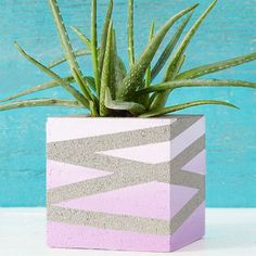 Concrete Block with a Painted Ombre Effect and Stripes New March Issue of Lowes Creative Ideas on the Apple Newsstand! Outdoor Planters, Concrete Planters, Concrete Blocks, Outdoor Gardens, Concrete Crafts, Concrete Projects, Concrete Design, Concrete Furniture, Cinder Block Paint