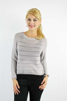 Enewwholesale sells Grey detailed knitted short sweater. Wholesale fashion women's tops online store with discount price
