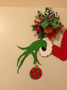 The Grinch Christmas Door hanger Whoville Christmas, Christmas Wishes, Christmas Art, Christmas Holidays, Christmas Ornaments, Christmas 2019, Christmas Wreaths, Christmas Cubicle Decorations, Christmas Door Decorating Contest