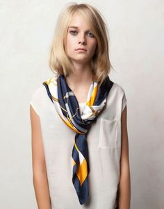 25 Stylish Summer Scarves For Trendy Women Ways To Wear A Scarf, How To Wear Scarves, Wearing Scarves, Scarf Knots, Style Personnel, Head Scarf Styles, Summer Scarves, Winter Scarves, Scarf Design
