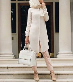 Dans ce post nous allons vous proposer 100 Styles de Hijb Fashion et Tendance 2017 – Une Série Magnifique Qui Va Vous Inspirer !!! Vous en dites quoi? commentaires Hijab Look, Hijab Style, Mode Instagram, Instagram Fashion, Cute Fashion, Modest Fashion, Hijab Mode Inspiration, Hijab Office, Trend It Up