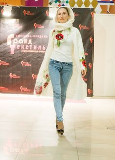 Yaga cardigan and scarf. Fashion show in Moscow. #cardigan #scarf amde #scarf #fashionclothing