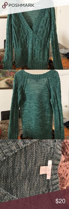Women's size medium V neck green sweater Women's size medium green v neck sweater. Two front pockets. Very beautiful and thick. Great for winter and fall. I love this sweater but don't ever wear as I now live in Florida! In excellent condition with no flaws. Charlotte Russe Sweaters V-Necks