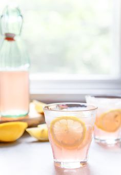 Rose Lemonade is a delicious wine cocktail that is perfect for warm weather! You and your friends will enjoy this refreshing drink, which combines fruity rose wine and homemade lemonade. The pale pink color of this cocktail in the glass is gorgeous. Cointreau Cocktail, Cocktails Champagne, Rose Cocktail, Lemonade Cocktail, Lemonade Drink, Sparkling Lemonade, Spritzer Drink, Refreshing Summer Cocktails, Gourmet