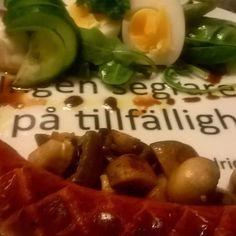 """""""Ingen segrare tror på tillfälligheter"""" serverade jag min frukost&lunch på  #lchf#LCHF#lchfstrikt#lågkolhydratskost#mat#matlagning#citat#citaten#citatet#mättimaggen#mättimagen#mättochbelåten#frukost#frukosten#lunch#lunchen#lowcarb  by ninamej3things"""