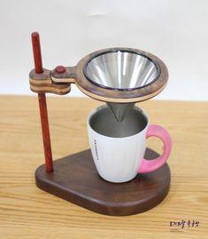 [토끼와달 목공방] 원목 소품 핸드 드립 커피 기구 공방 회원분이 핸드 드립퍼를 구매해 놓으셨길래 덩달아... Coffee Barista, Coffee Brewer, Coffee Cafe, Coffee Pour Over Stand, Coffee Stands, Hand Drip Coffee, Coffee Cabinet, Cofee Shop, Coffee Holder