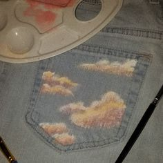 diy painted jeans - - - diy painted jeans Source by Diy Jeans, Painted Jeans, Painted Clothes, Hand Painted, Fabric Painting, Diy Painting, Garden Painting, Diy Clothing, Custom Clothes