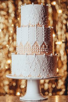 lace inspired wedding cake // photo by Crystal Stokes // cake by Sky's the Limit