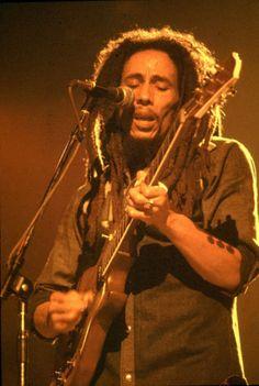 Bob Marley live at Uptown Theater, Chicago, Illinois, USA, May 27 1978 Image Bob Marley, Reggae Music, Rock Music, Rock Roll, Reggae Bob Marley, Bob Marley Pictures, Marley Family, Spiritual Music, Robert Nesta