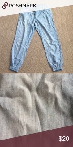 Hey Hei Demin Joggers from Anthropologie Hey Hei Demin Joggers with drawstring waist and pockets. Slight stain on sigh of right pant leg barely noticeable, please see photo above. Anthropologie Jeans Ankle & Cropped