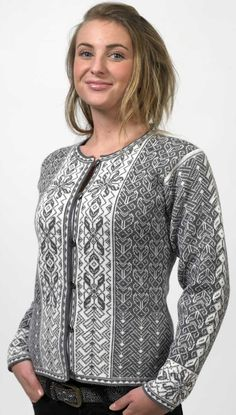 Traditional Norwegian Sweater, if only they weren't all made of wool. Fair Isle Knitting Patterns, Knit Patterns, Motif Fair Isle, Norwegian Knitting, Fair Isles, Pulls, Knitting Projects, Hand Knitting, Knitwear