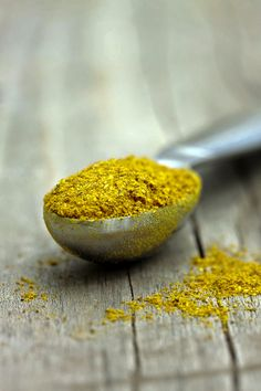 Homemade Curry Spice Mix and Food Photography Tutorial using Lightroom 4 Homemade Curry, Homemade Spices, Homemade Seasonings, Curry Spices, Spices And Herbs, Spice Mixes, Spice Blends, Seasoning Mixes, Food Hacks